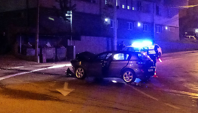 Saobraćajna nezgoda u Đure Daničića, vozač prevezen u Urgentni blok